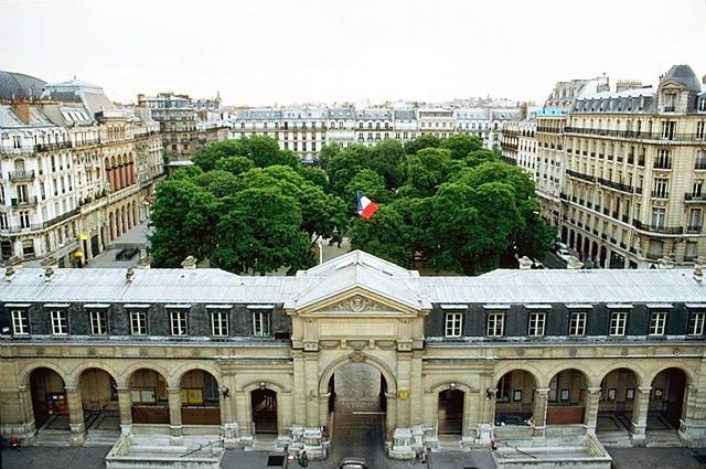 Vue aérienne de l'entrée du Cnam rue Saint-Martin.